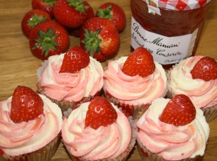 Wimbledon Strawberries and Cream cupcakes