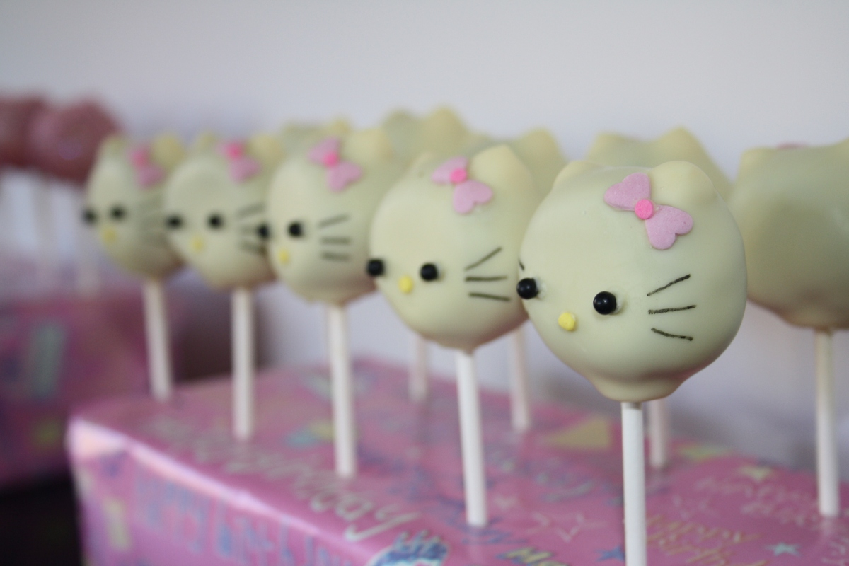 hello kitty cake pops - photo #35