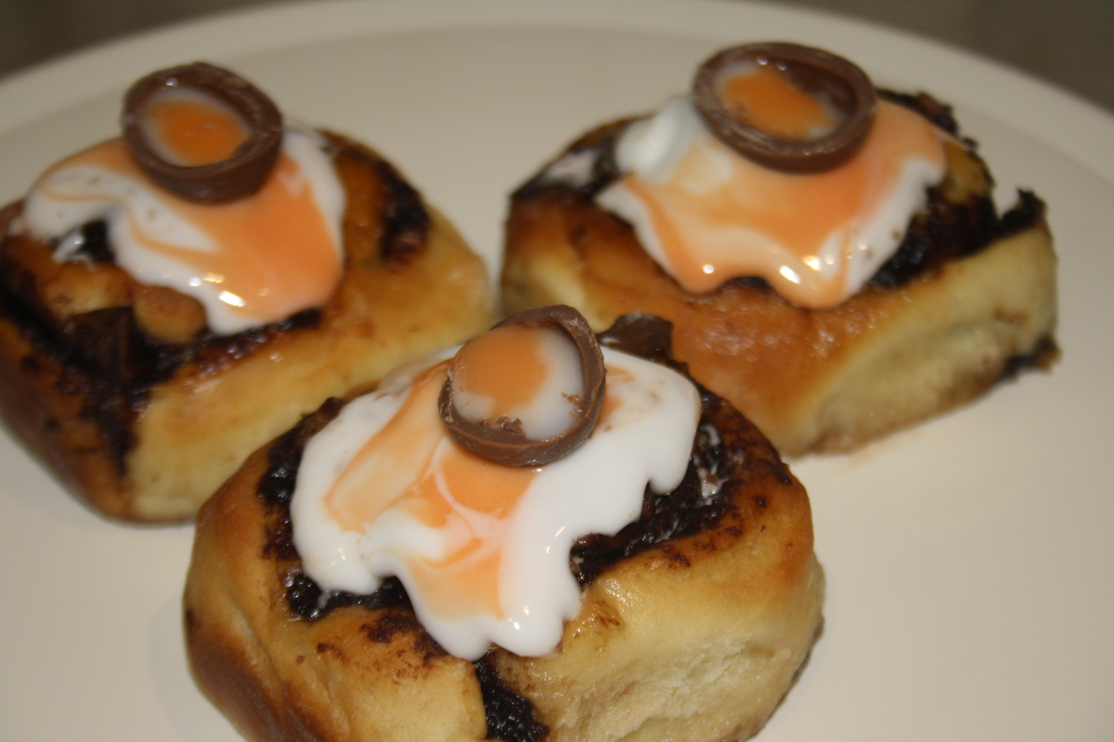Creme Egg Chelsea Buns | Cupcake Sisters
