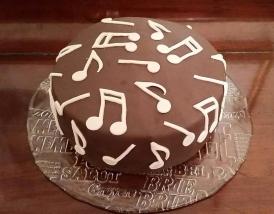 Music notes pinata cake